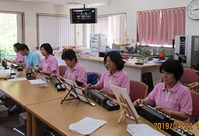 職員による大正琴の演奏会